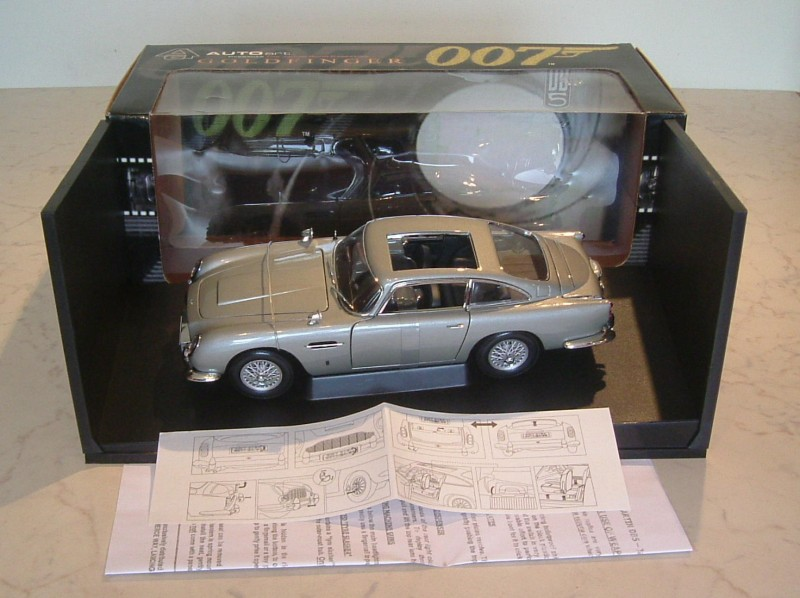 AutoArt 1:18 scale Aston Martin DB5 + weapons 007 (O)