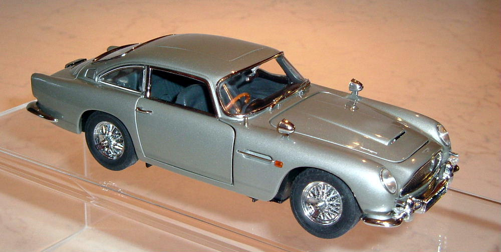 Danbury Mint James Bond 007 Aston Martin DB5 silver (O)