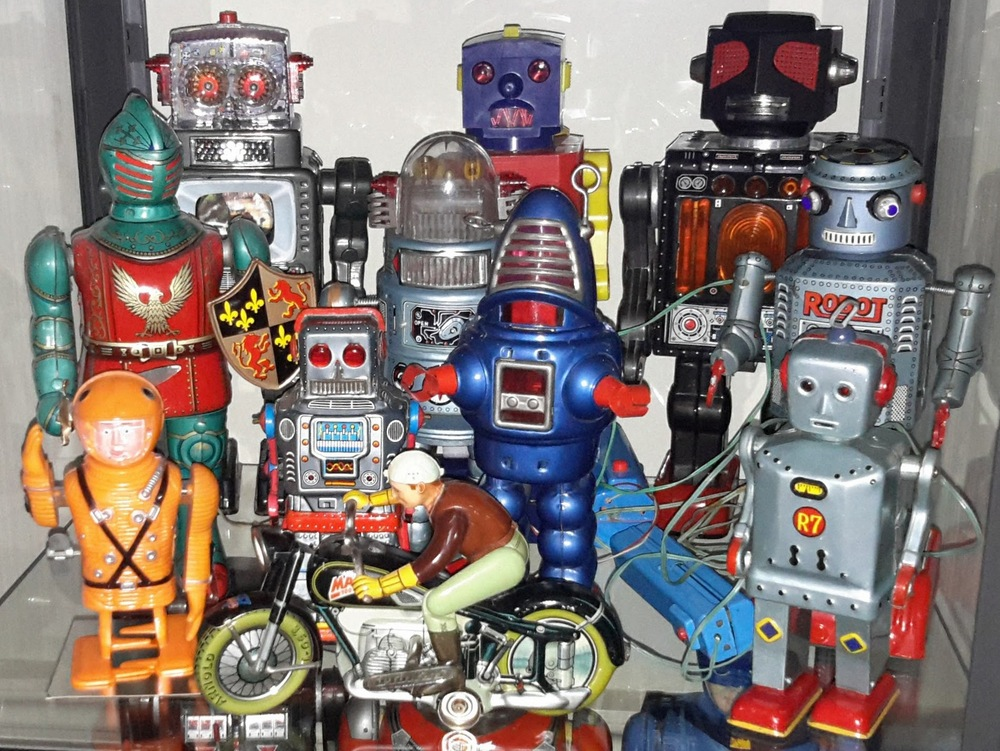 Collection of robots + Arnold Mac 700 motor cycle