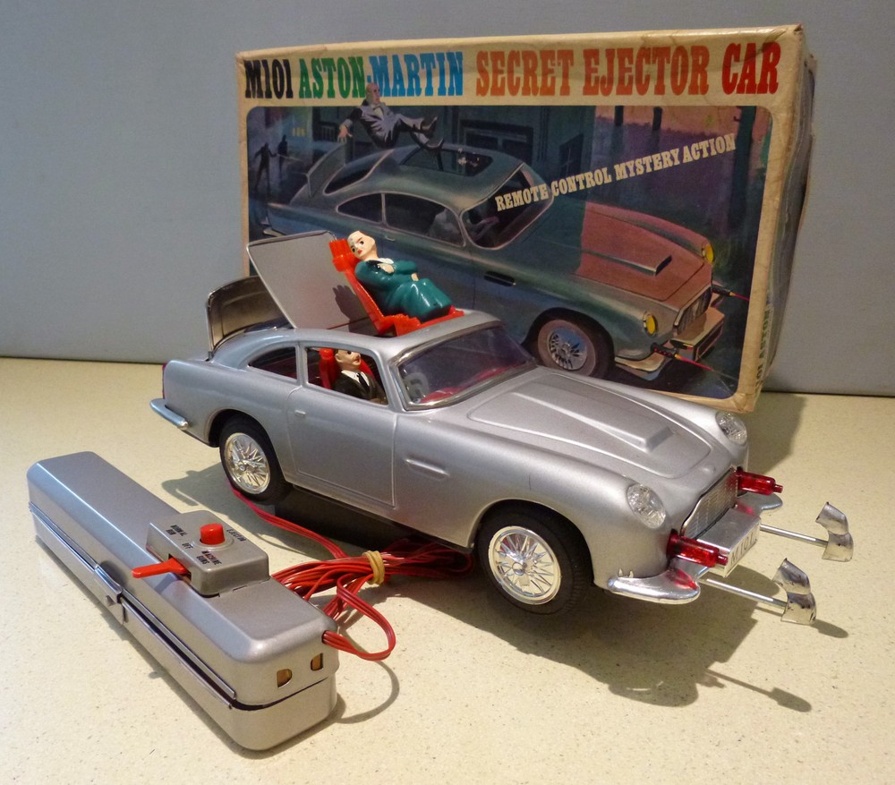 M101 Aston Martin DB5 Secret Agent Ejector Car James Bond 007 DB5, remote control.