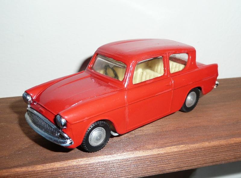213 Tri-ang Spot On model Ford Anglia