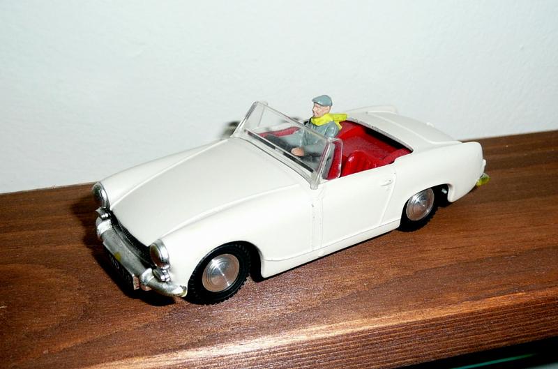 219 Tri-ang Spot On model Austin Healey Sprite Mk3 111