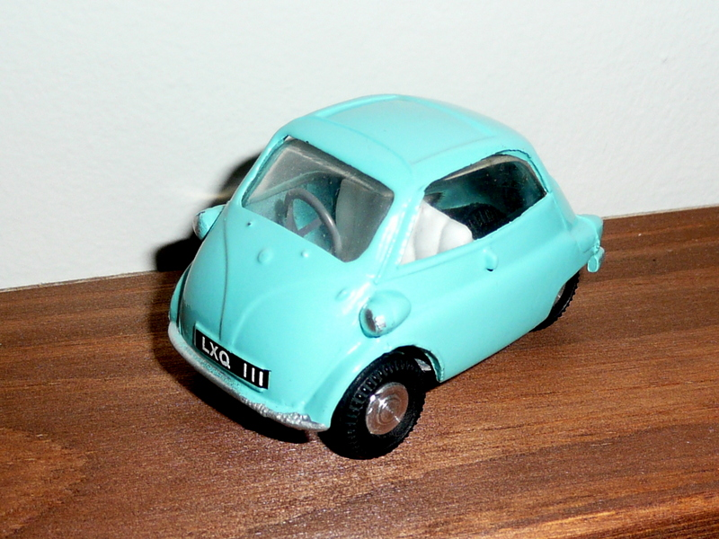 118 Tri-ang Spot On model BMW Isetta Bubble Car
