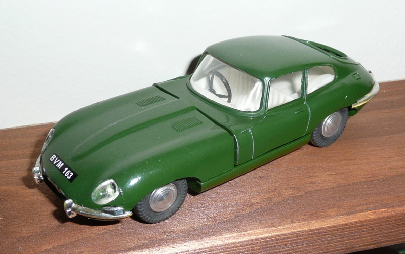 217 Tri-ang Spot On model Jaguar XK E Type