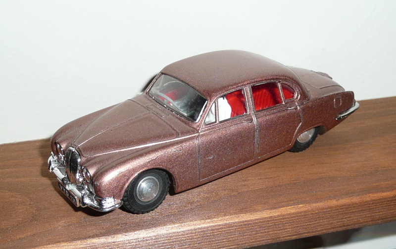 276 Tri-ang Spot On model Jaguar S Type