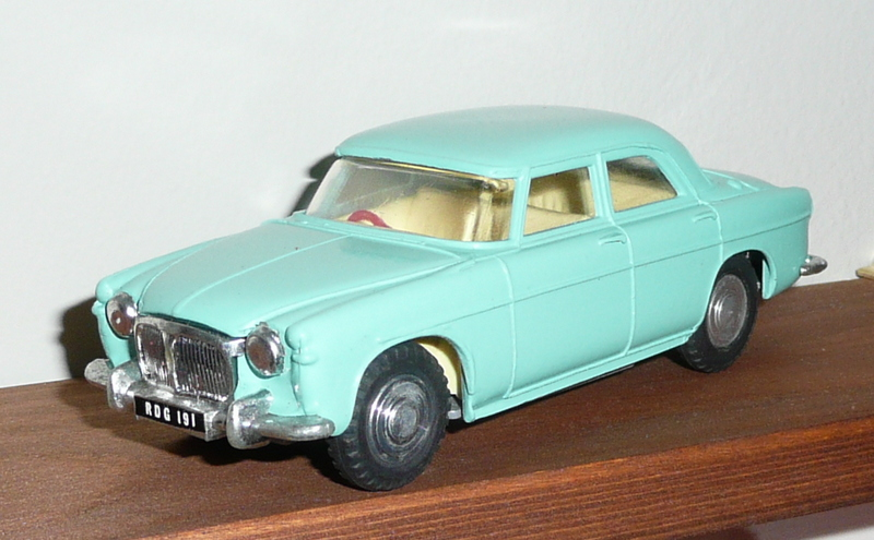 157 Tri-ang Spot On model Rover 3 Litre saloon turquoise