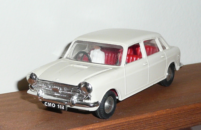 286 Tri-ang Spot On model Austin 1800 White