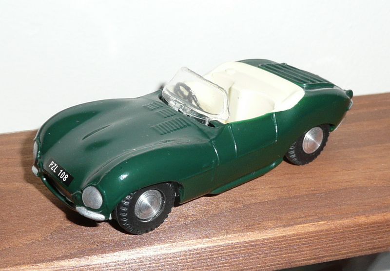 107 Tri-ang Spot On model Jaguar XKSS