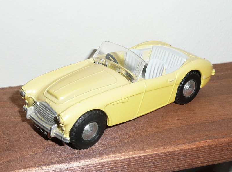 103 Tri-Ang Spot-On model Austin Healey 100 Six