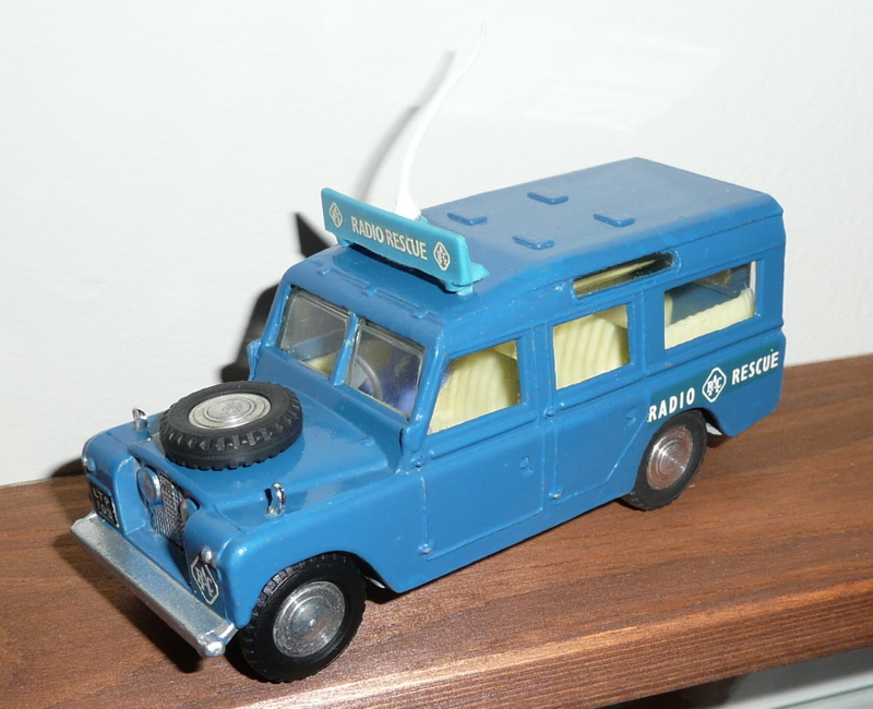 258 Tri-ang Spot On model RAC Land Rover Radio Rescue