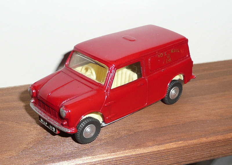 210/1 Tri-ang Spot On model Morris Mini Royal Mail Van
