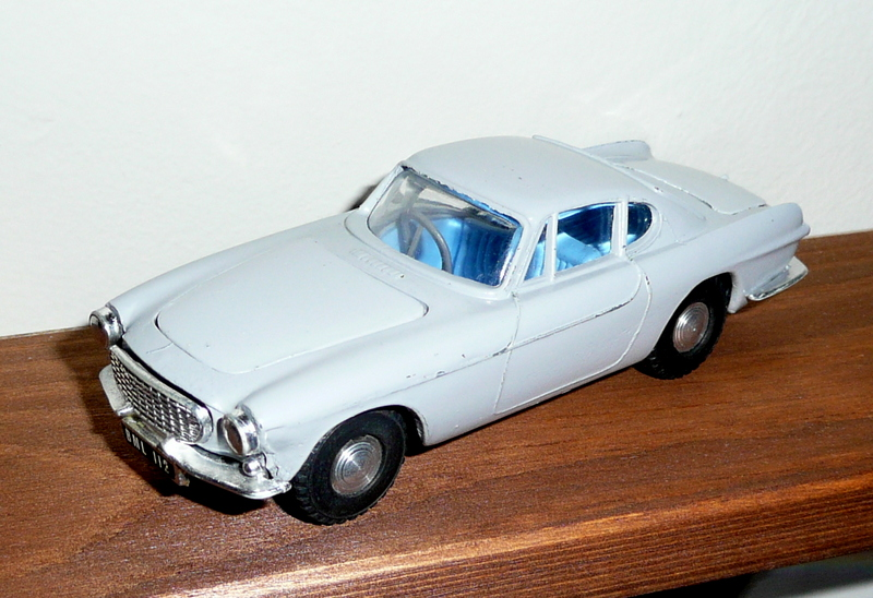 261 Tri-ang Spot On model Volvo P1800
