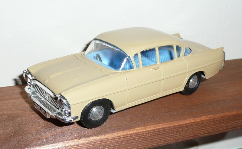 163 Tri-ang Spot On model Vauxhall Cresta PA