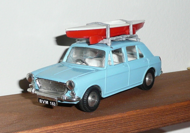 274 Tri-ang Spot On model Morris 1100 & Canoe