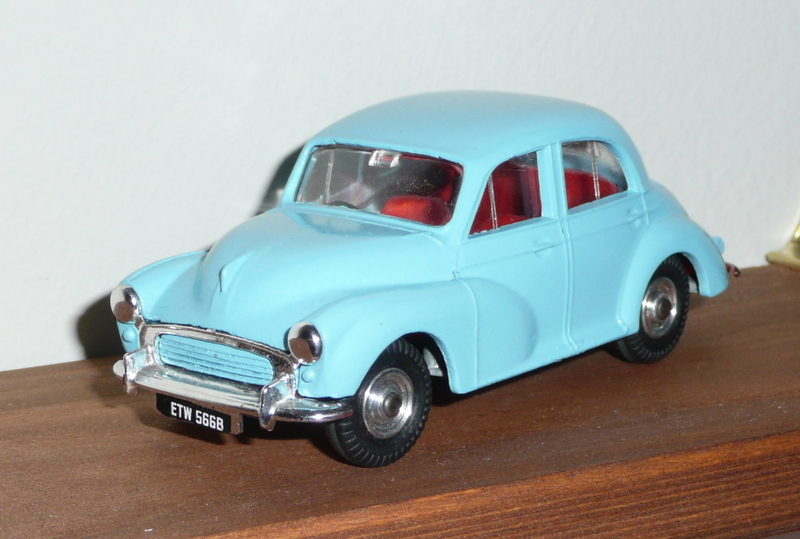 289 Tri-ang Spot On model Morris Minor 1000 blue